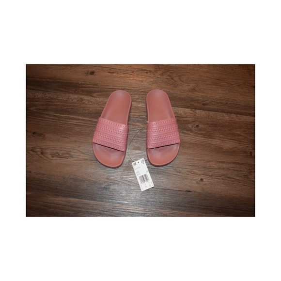 Le adidas adilette originale poshmark rosa diapositive